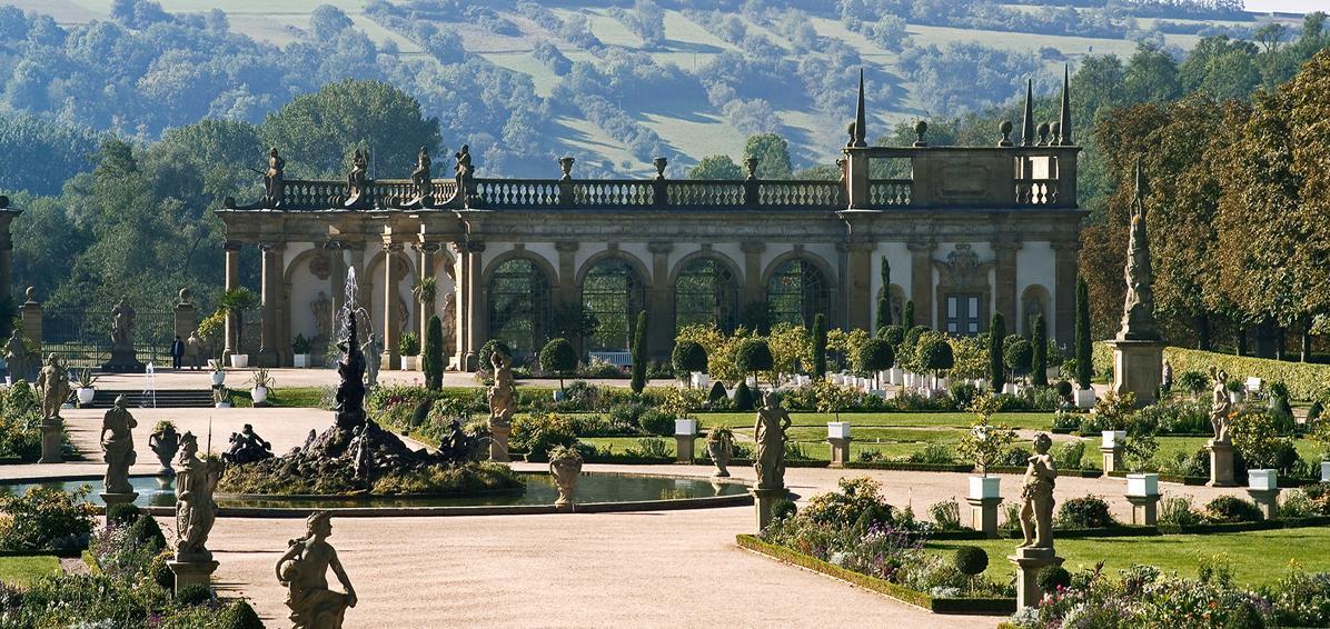 Schlossgarten Weikersheim mit Orangerie; Foto: Staatliche Schlösser und Gärten Baden-Württemberg, Arnim Weischer