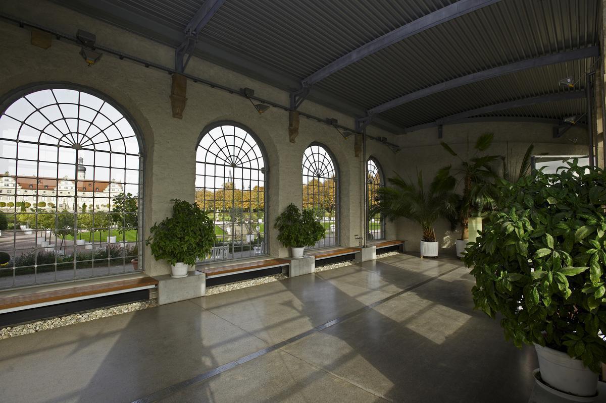 Innenansicht der Orangerie mit Pflanzen, Schlossgarten Weikersheim