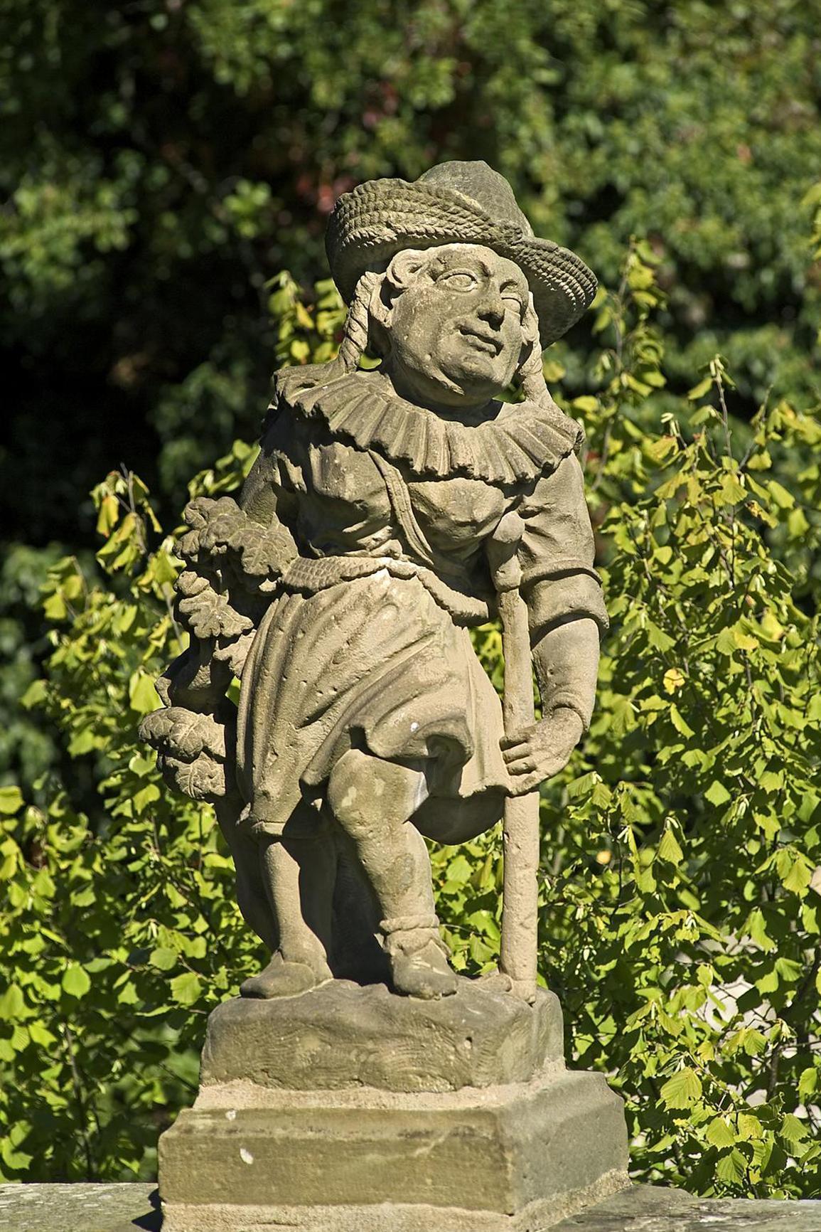 Hirtin, Figur im Schlossgarten Weikersheim; Foto: Staatliche Schlösser und Gärten Baden-Württemberg, Arnim Weischer