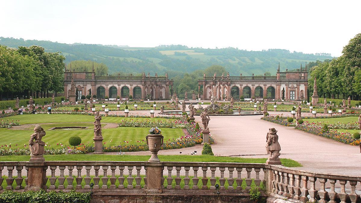 Blick vom Schloss auf die Gartenanlage mit Orangerie, Schloss Weikersheim; Foto: Staatsanzeiger für Baden-Württemberg, Barbara Erbsen-Haim