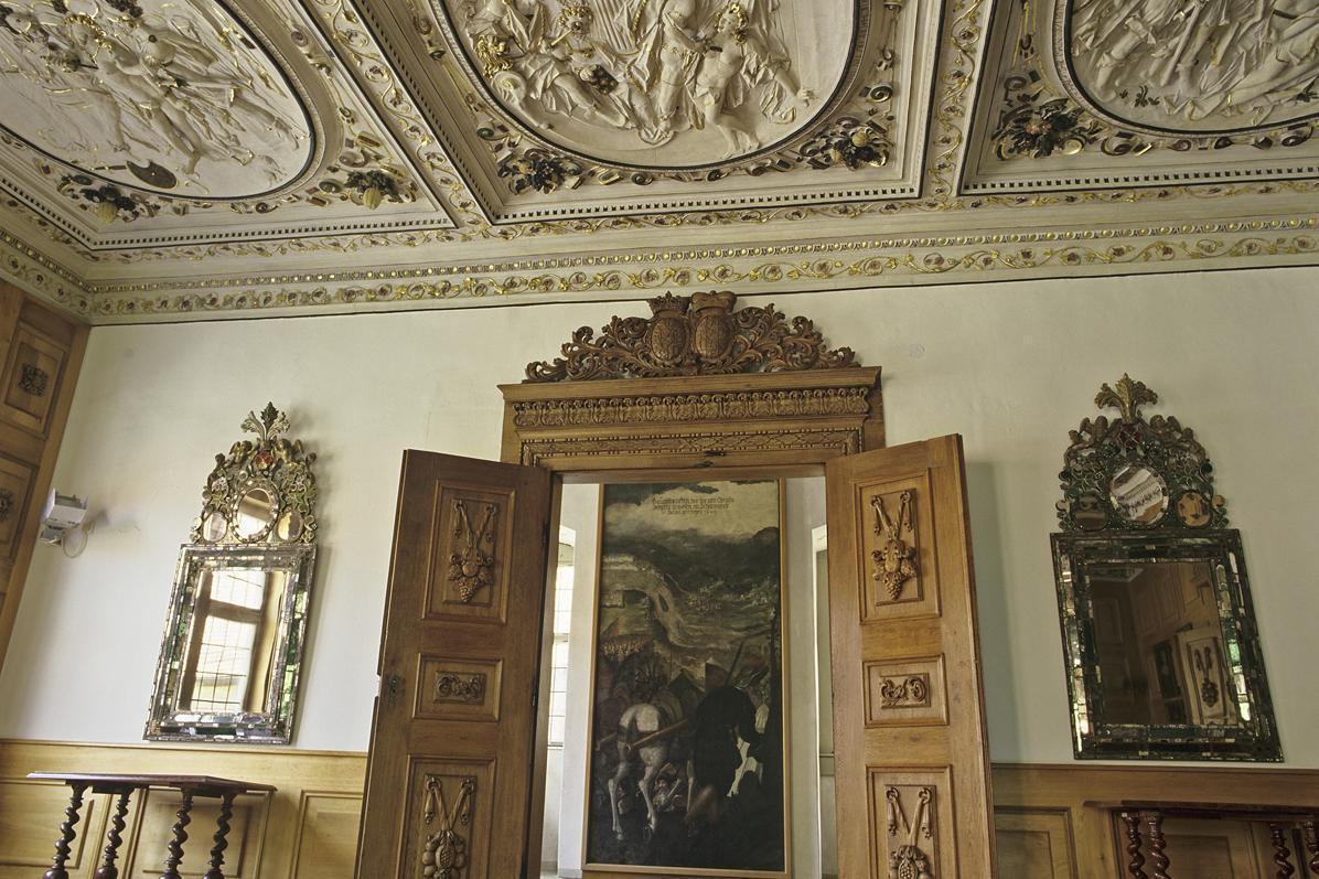 Georg-Friedrich-Zimmer mit aufwändiger Stuckdecke, Schloss Weikersheim; Foto: Staatliche Schlösser und Gärten Baden-Württemberg, Andrea Rachele
