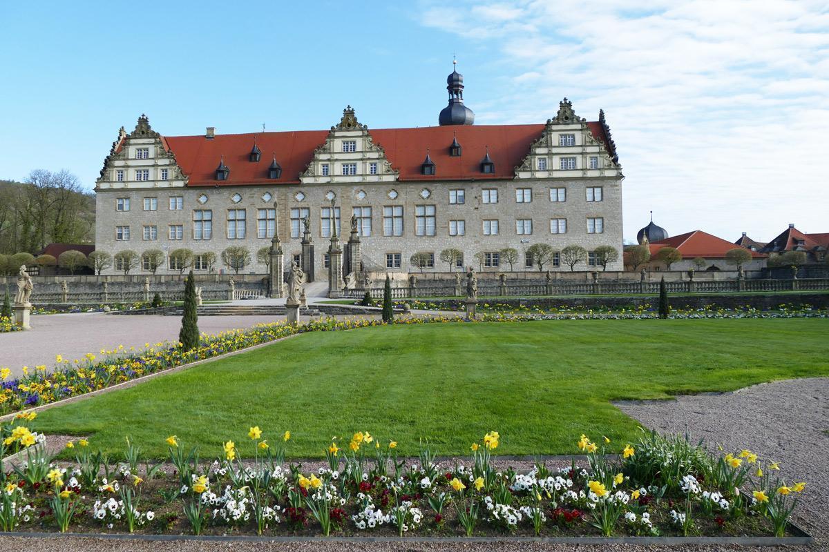 Rabatte im Weikersheimer Schlossgarten am 8. April 2016;  Foto: Staatliche Schlösser und Gärten Baden-Württemberg, Sonja Wünsch