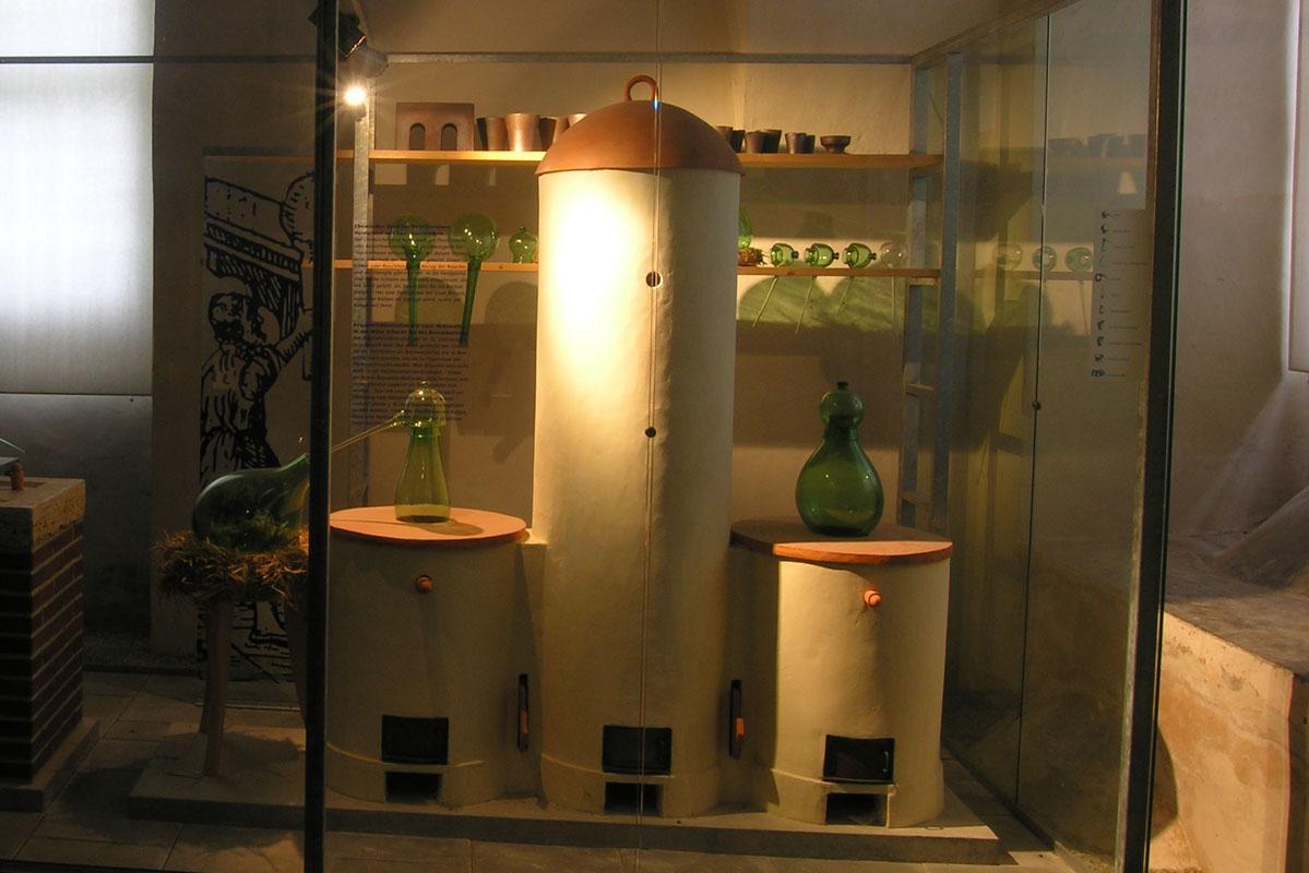 Ausstellungsstücke in der Alchemie-Ausstellung in Weikersheim; Foto: Staatliche Schlösser und Gärten Baden-Württemberg, Monika Menth