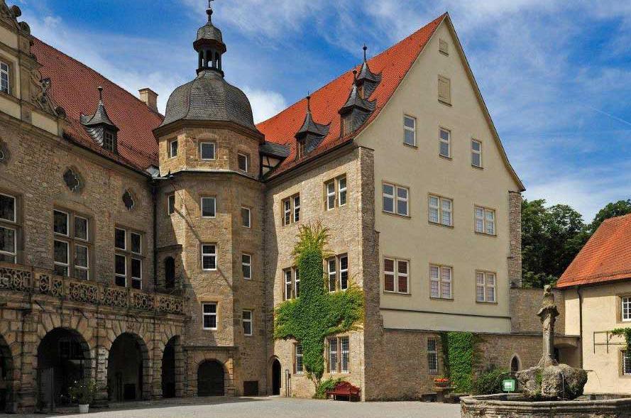 Château et Parc de Weikersheim Vue dans la cour d'honneur; l'image: Staatliche Schlösser und Gärten Baden-Württemberg,