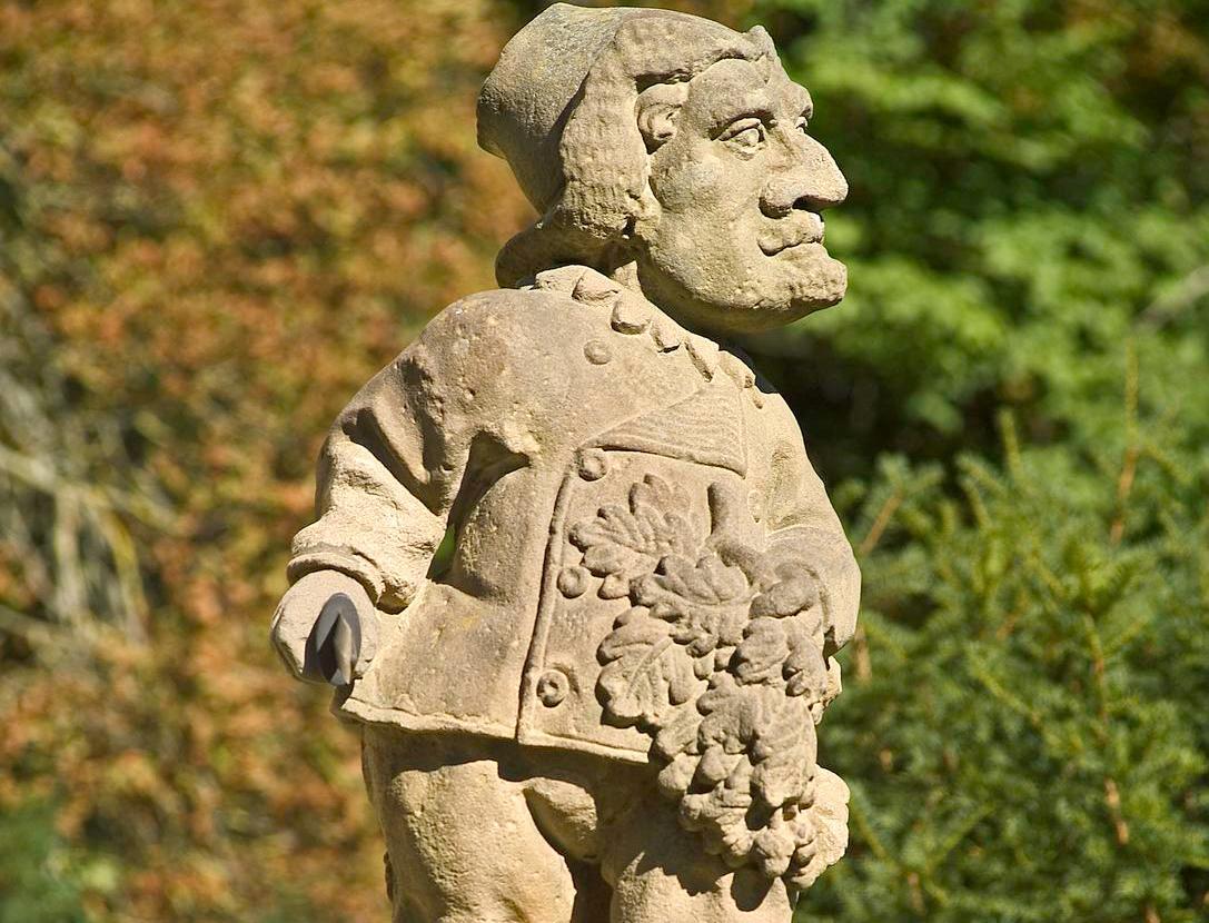 Drei Figuren aus der Zwergengalerie im Schlossgarten Weikersheim; Fotos: Staatliche Schlösser und Gärten Baden-Württemberg, Arnim Weischer