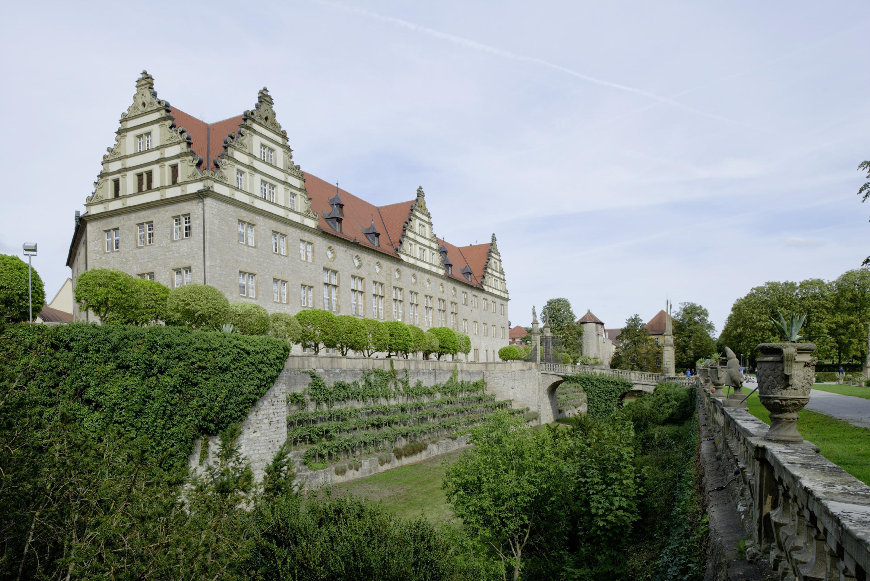 Blick vom Schlossgarten auf Schloss Weikersheim; Foto: Staatliche Schlösser und Gärten Baden-Württemberg, Niels Schubert