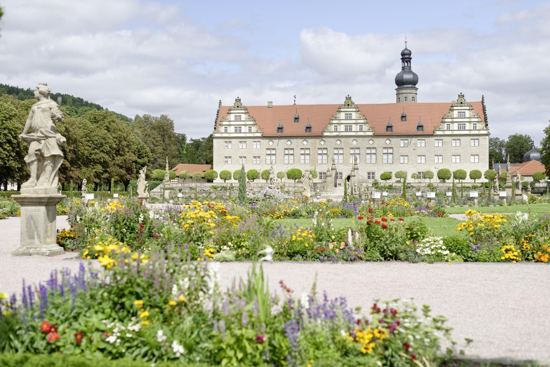 Blick über den Schlossgarten auf Schloss Weikersheim