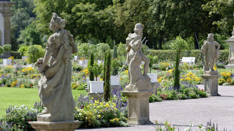 Figuren im Schlossgarten Weikersheim; Foto: Staatliche Schlösser und Gärten Baden-Württemberg, Niels Schubert