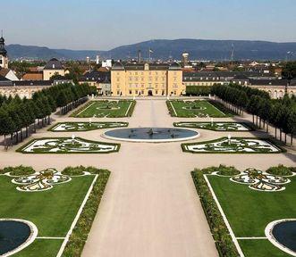 Schloss und Schlossgarten Schwetzingen, Kreisparterre und Schloss