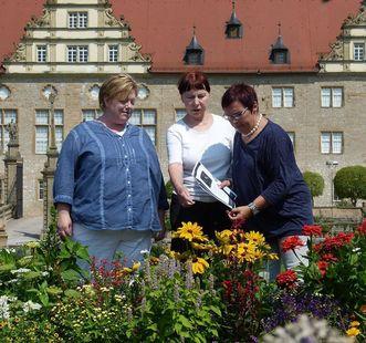 Schlossteam im Garten; Foto: Staatliche Schlösser und Gärten Baden-Württemberg, Sonja Wünsch