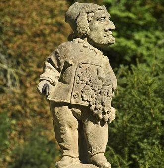 Der Hofjägermeister, eine Zwergenfigur im Schlossgarten von Weikersheim