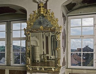 Spiegel mit reich dekoriertem Rahmen, gefertigt 1716, Audienzzimmer, Schloss Weikersheim; Foto: Staatliche Schlösser und Gärten Baden-Württemberg, Arnim Weischer