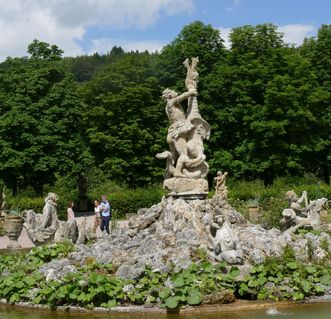 Herkulesbrunnen vor Schloss Weikersheim