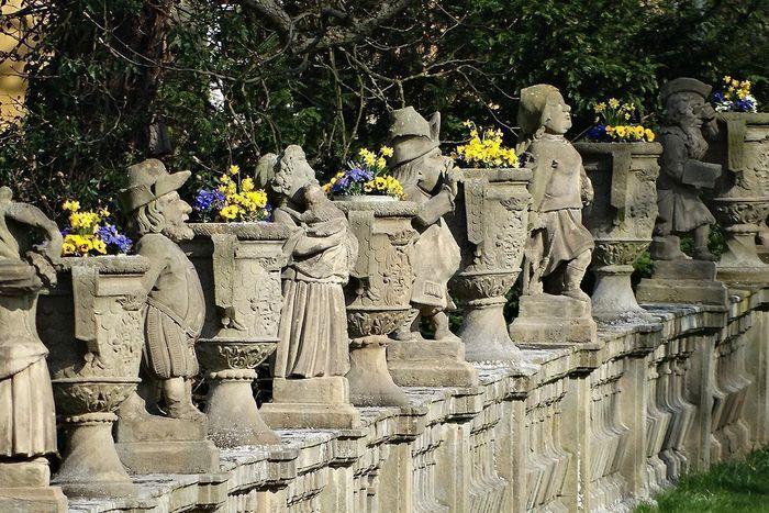 Blick auf die Zwergengalerie, Schlossgarten Weikersheim