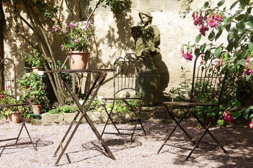 Fuchsienpräsentation im Kastellangarten von Schloss Weikersheim; Foto: Staatliche Schlösser und Gärten Baden-Württemberg, OV Weikersheim