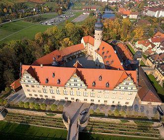 Luftaufnahme von Schloss Weikersheim; Foto: Staatliche Schlösser und Gärten Baden-Württemberg, Achim Mende