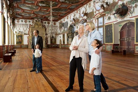 Weikersheim Palace, Visitors in the hall