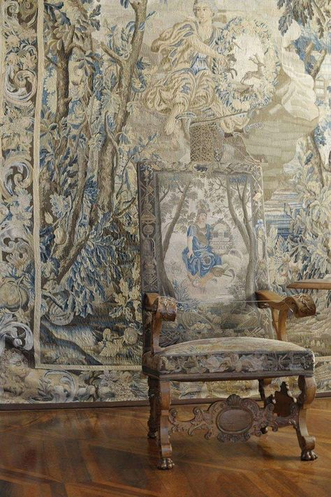 Weikersheim Palace, Chair and tapestry