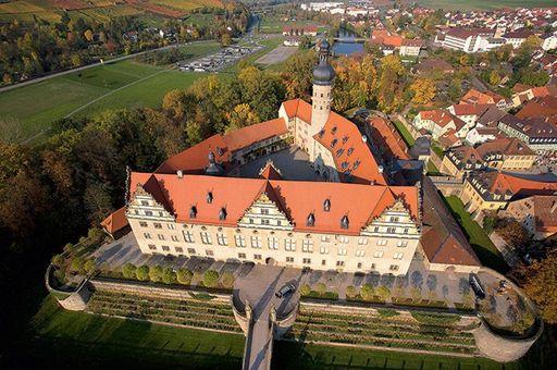 Château et Parc de Weikersheim Vue aérienne du château; l'image: Staatliche Schlösser und Gärten Baden-Württemberg, Achim Mende