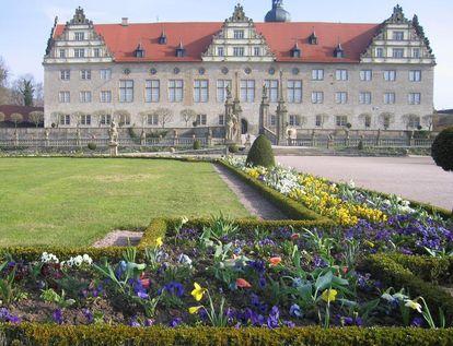 Rabatte im Weikersheimer Schlossgarten im April 2008